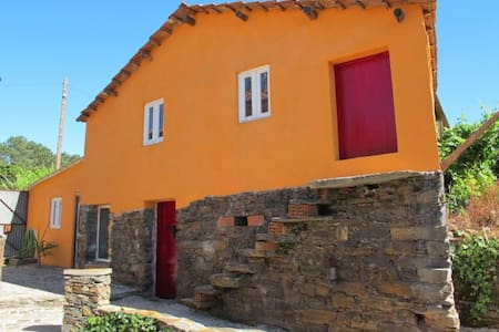Quaint and Cozy Little Cottage - Pedrógão Grande - Huis