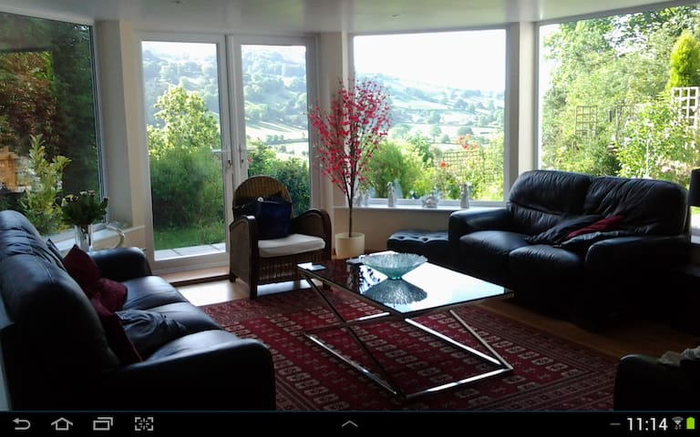 Beautiful Hillside Home - Bodfari - Huis