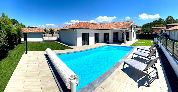Villa ENOHA -  8 Personnes - Piscine Chauffée. 4*