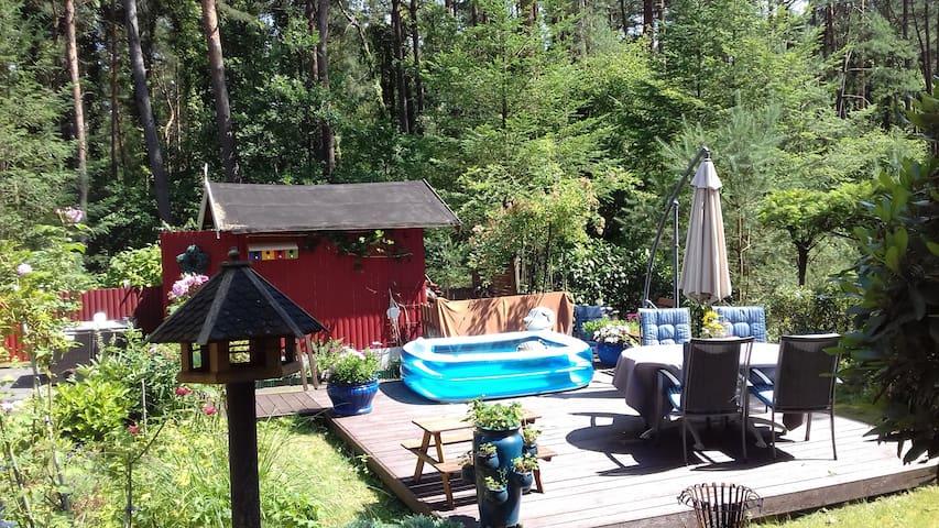 idyllisches Waldhaus