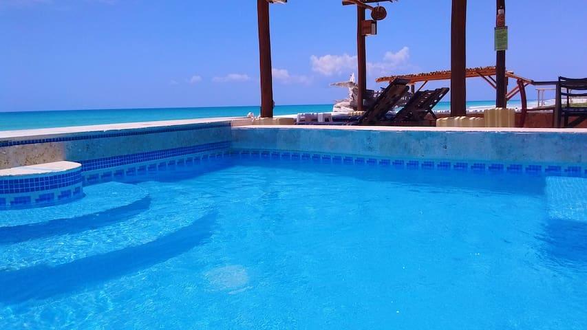 **MAY DEAL** 4 Bdrs BEACHFRONT sleeps 9   20% OFF - Playa del Carmen - Appartement