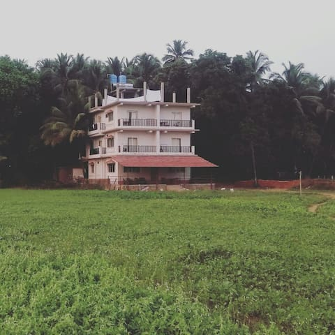 Decent Private room for backpacker in Goa