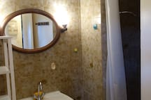 Salle de douche au R-D-CH