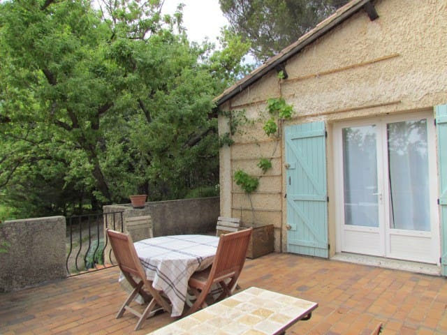 Petite maison à l'ombre des chênes - Mérindol
