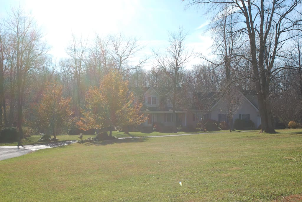 Country cottage, quiet area, close to Shepherdstown, Harpers Ferry, and only 1.5 hours from Washington DC.