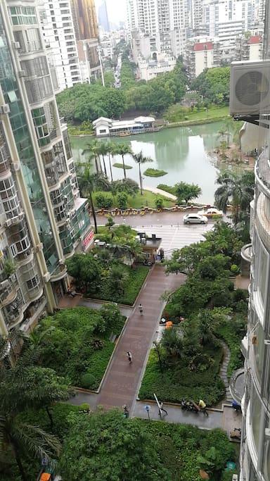小区楼下就是江头公园