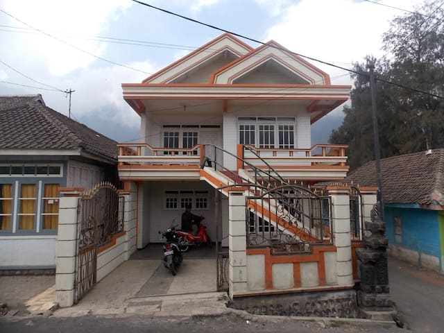 Villa Wonotoro ASRI Near Bromo Cheap And Clean lt2 - Probolinggo - Loteng Studio