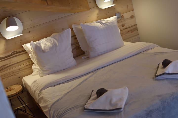 Comfy pillows (Blue Room)