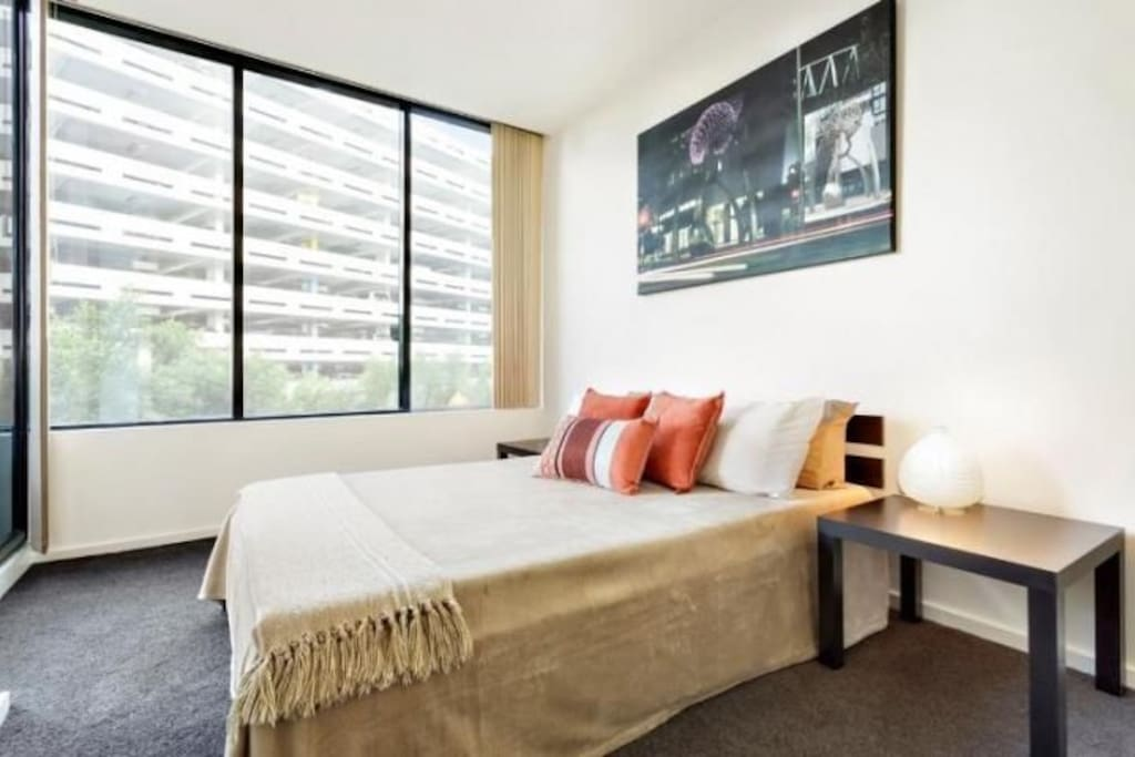 BRIGHT GUEST ROOM WITH OWN ACCESS TO BALCONY