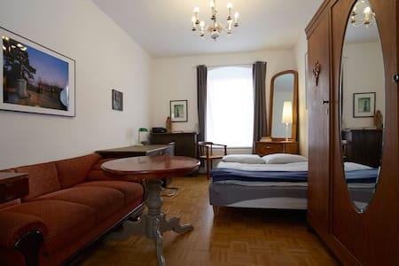 Künstlerwohnung DD-Neustadt - Dresden - Apartment