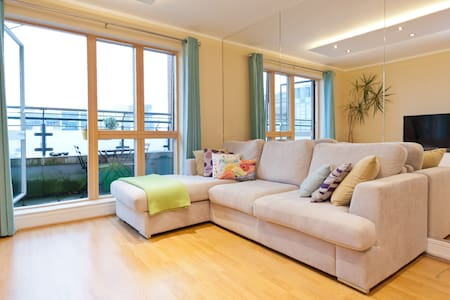 Modern 1 bedroom apt in the 'Silicon Docks' area, surrounded by shops, cafes, theater, pharmacy and water activities on the canal; 15 min walking  to the city center. Public bikes, buses and the sightseeing bus stop are literary around the corner :-)