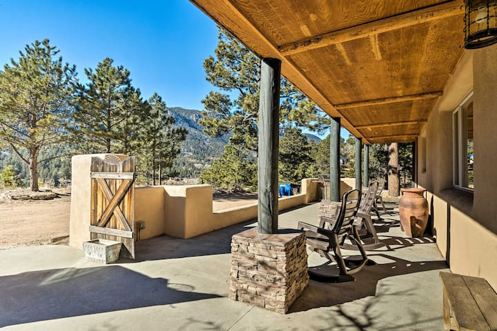 NEW! Mtn View Retreat, 11Mi to Garden of the Gods!