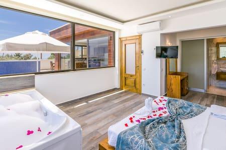 Villa Bella One  Isolated Heated Pool Honeymoon
