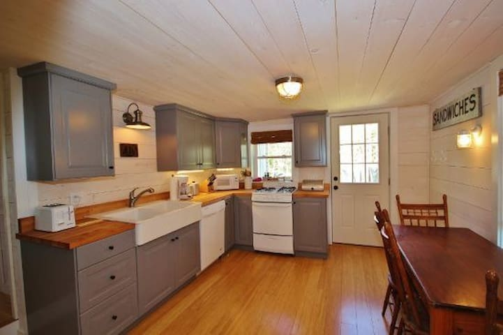 Charming Year Round Cottage - St. George