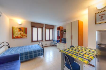 """Casa per turisti  """"Alloggio 2a"""" - verona - Appartamento"""