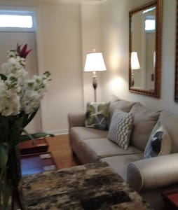 Lovely Forsyth Park Condo  Easy Access-Free prkg