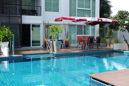 Truly wheelchair accessible apartment in the center of tourist destination Hua Hin. Condominium can accommmodate 4 adults and 1 baby. It has 2 wheelchair accessible bedrooms and 1 out of 2 bathrooms is wheelchair accessible.