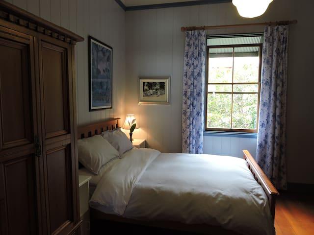 Bardon Bed & Breakfast - Blue Room - Bardon - Bed & Breakfast