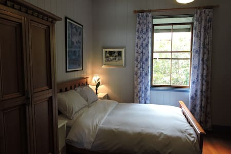 Bardon Bed & Breakfast - Blue Room - Bardon