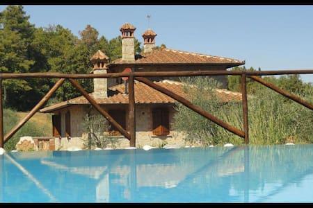 La Casetta Nel Bosco, sleeps 8 guests in Sinalunga - Sinalunga