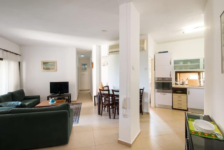 Beautiful 4-room apt. on Mt. Carmel - Haifa - Departamento