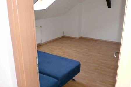 Alter Bauernhof - saubere Zimmer - Tettau