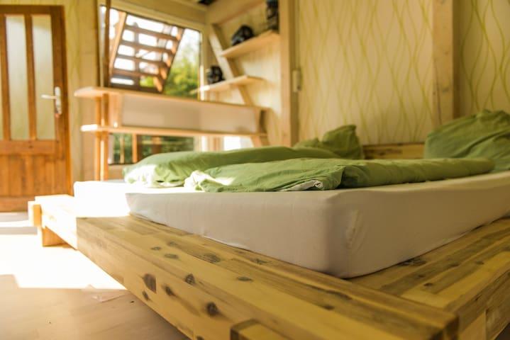 steinhaus mit sauna und baumhaus h user zur miete in dresden sachsen deutschland. Black Bedroom Furniture Sets. Home Design Ideas