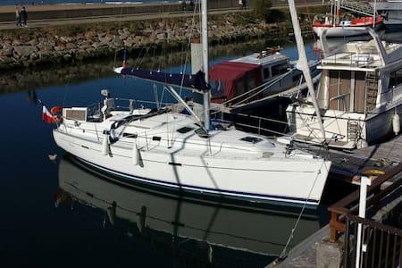 Insolite - un voilier à Deauville - Deauville