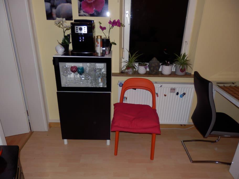 kleine ausziehcouch in der n he vom bahnhof wohnungen. Black Bedroom Furniture Sets. Home Design Ideas