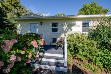 Walking distance to downtown - Williamstown - House