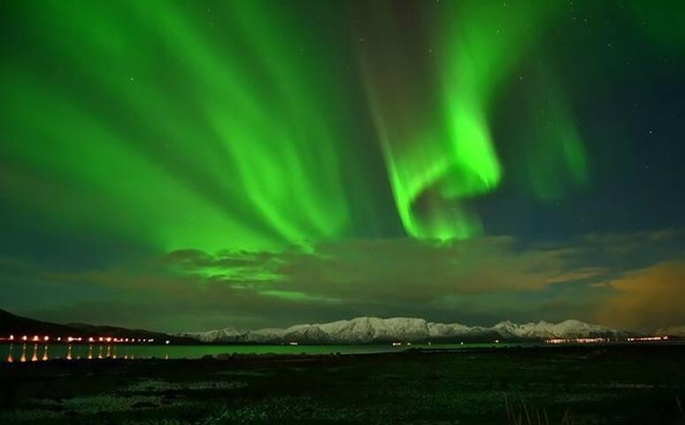 Northern Lights or Midnight Sun - RISØYHAMN - บ้าน