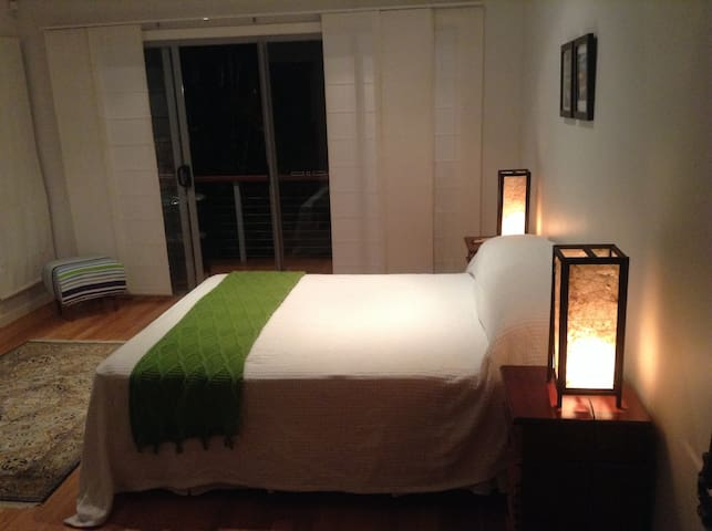 Sunshine Coast Beachside Bungalow - Alexandra Headland - Bed & Breakfast