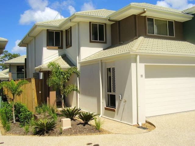 Pacificsun Gold Coast Townhouse - Oxenford - Townhouse