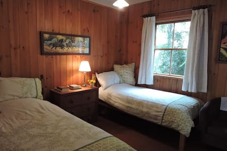 Bardon Bed & Breakfast -Green Room  - Bardon - Bed & Breakfast