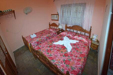 Hostal La Isabelita (Room 1 de 2)