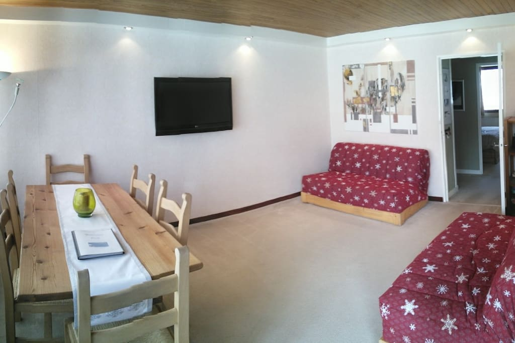 Lounge with 2 double sofa beds