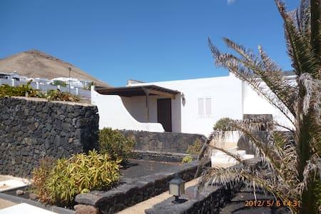 Haus in lanzarote  ( tias ) - Tías - House