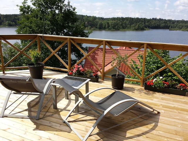 CHARMING VILLA WITH LAKE VIEW - Huddinge - Talo