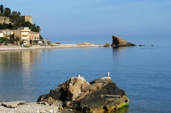 HOLIDAY BY THE SEA - Castel di Tusa - Leilighet