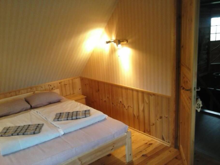 Kahden hengen huone sänky