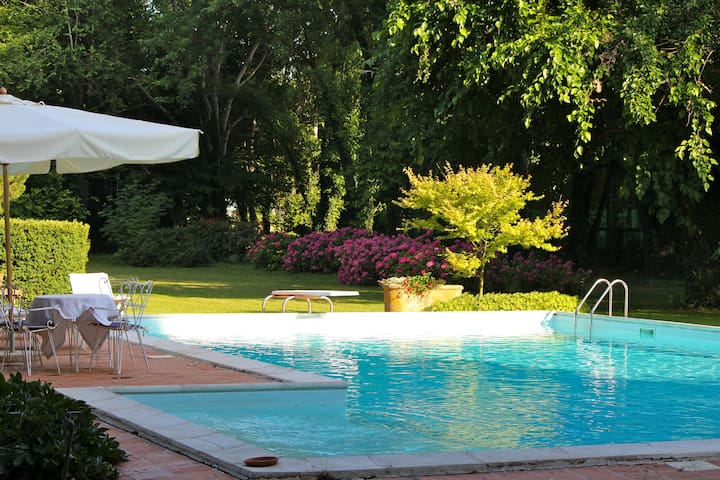 Appartamento Piscina Corte Santa Maddalena - Borgo Virgilio - Bed & Breakfast