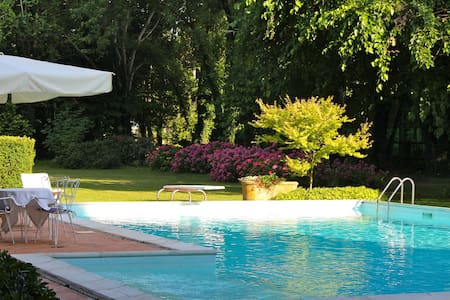 Appartamento Piscina Corte Santa Maddalena - Borgo Virgilio - Bed & Breakfast