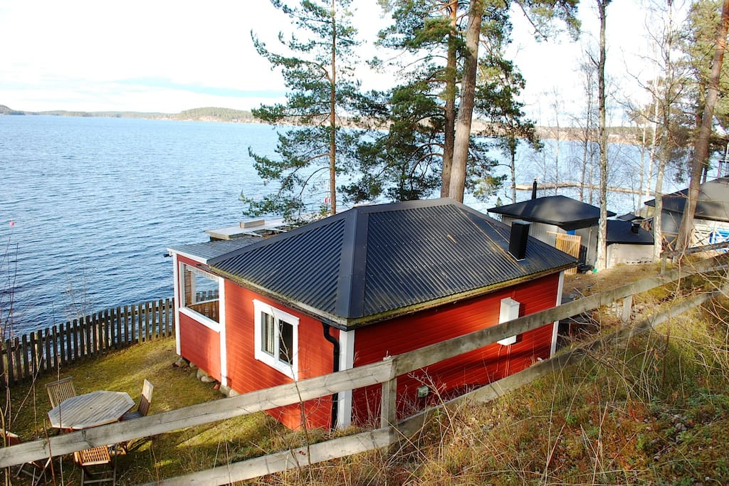 Cottage directly at the lake