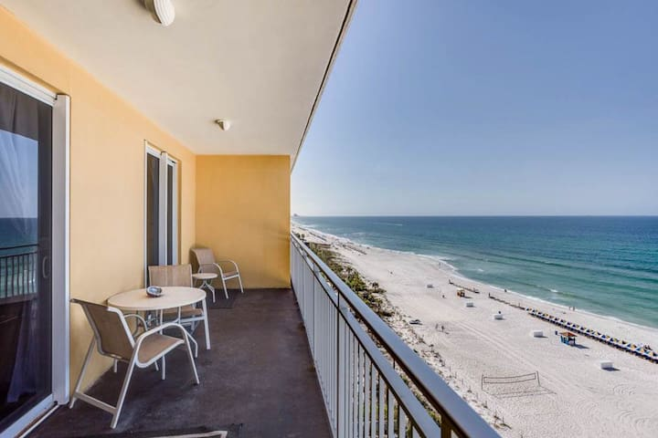 Lovely beach condo in the heart of Panama City w/ shared pool & beach access!