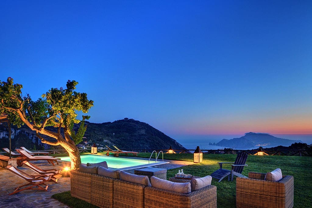 The pool and the breathless Capri island view