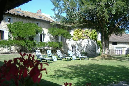 Charming gite with swimming pool - Saint-Barthélemy-de-Bussière - Haus