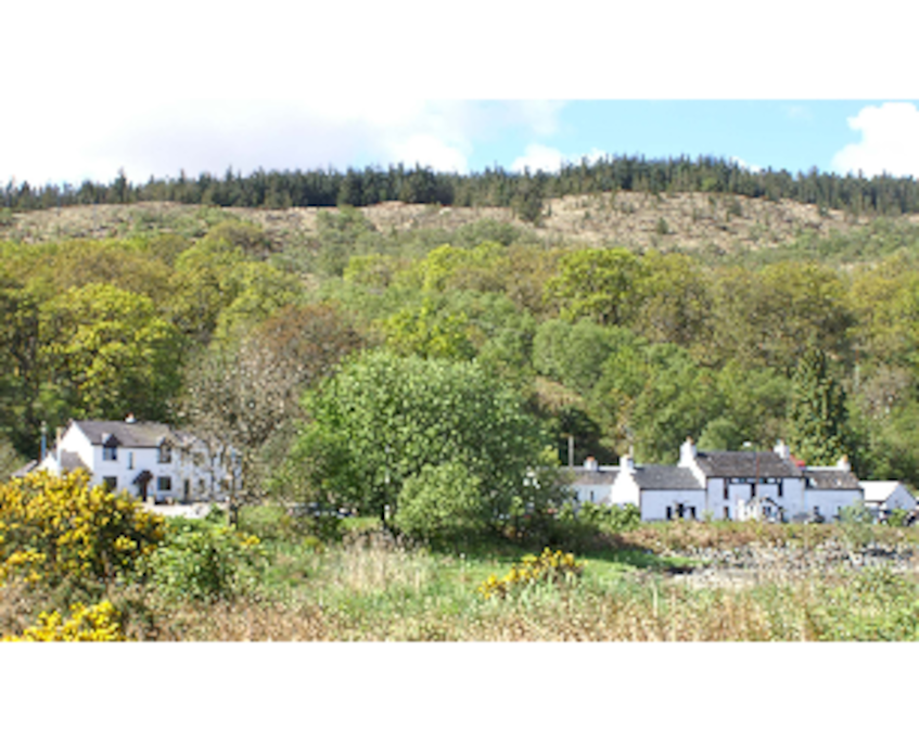 Located next door to an 18th century drover's inn, The Craignure Inn offers a warm welcome.
