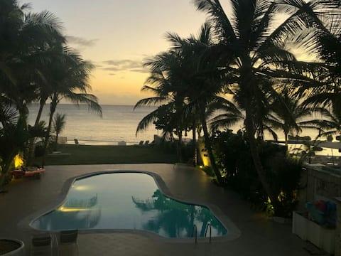 Flat in front sea villa, pools and sunbath.