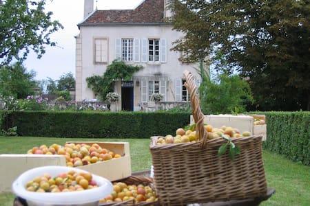 Maison familiale à 10 mn de Beaune - Corberon - Casa