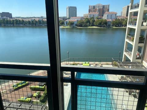 Sweet Lake&pool view suite by Lake Carolyn